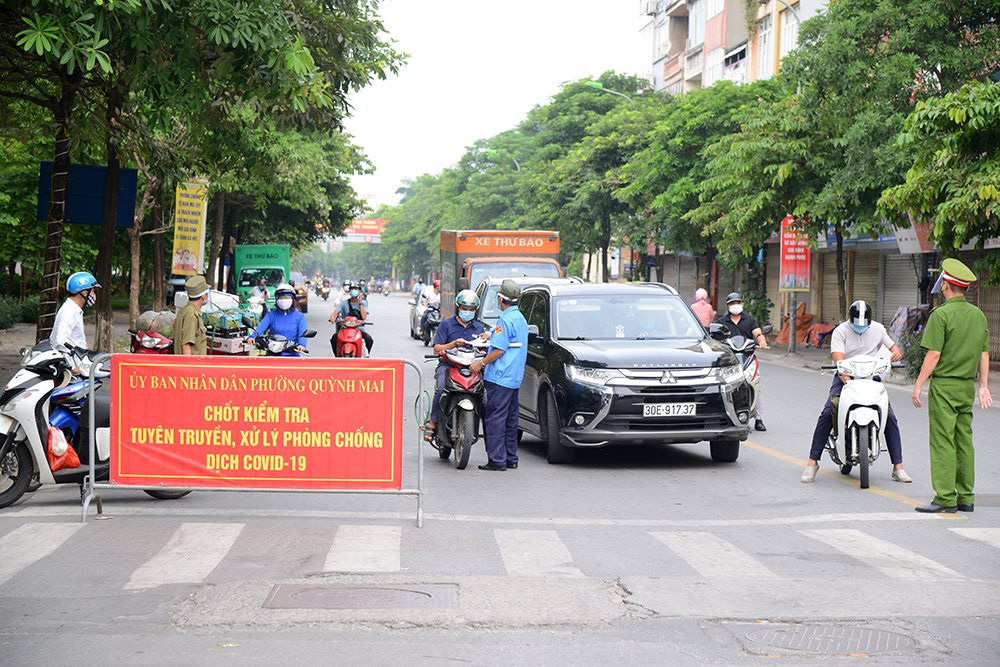 Chủ tịch Hà Nội: Tuyệt đối không để người dân ra ngoài địa bàn trong thời gian giãn cách xã hội-2