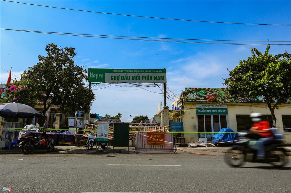 Nhiều chợ ở Hà Nội bị phong tỏa vì dịch Covid-19-2