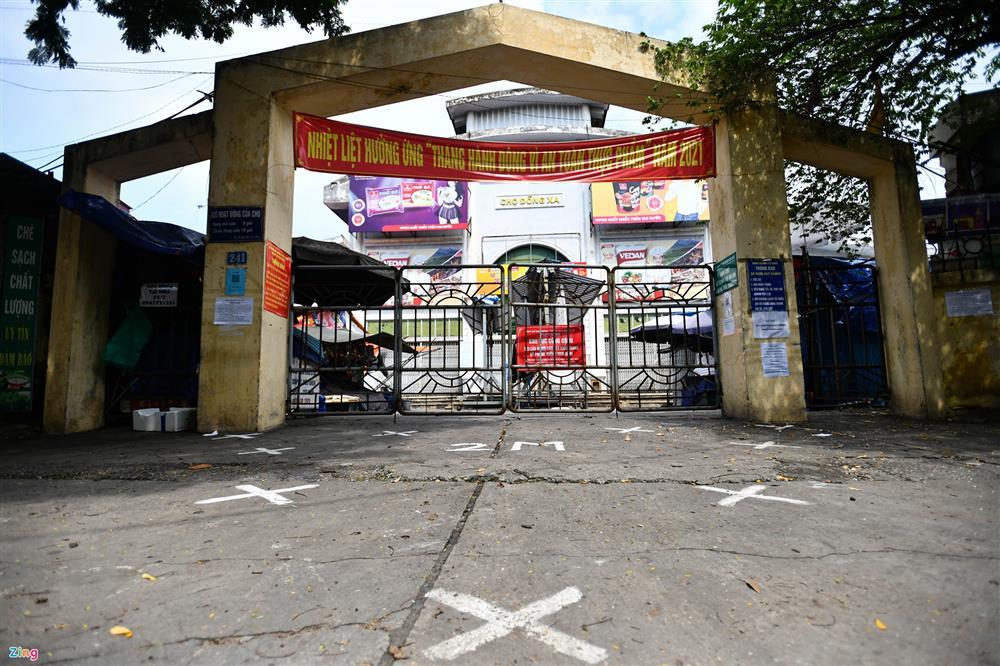 Nhiều chợ ở Hà Nội bị phong tỏa vì dịch Covid-19-9