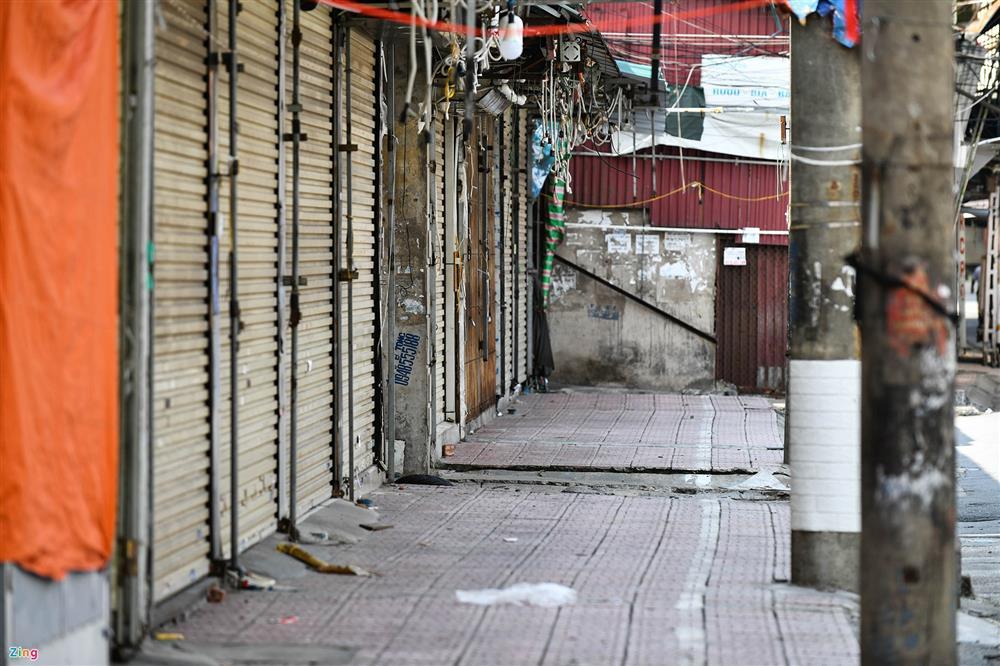 Nhiều chợ ở Hà Nội bị phong tỏa vì dịch Covid-19-12