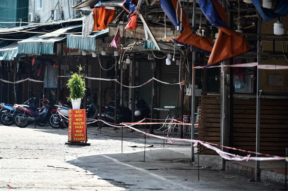 Nhiều chợ ở Hà Nội bị phong tỏa vì dịch Covid-19-13