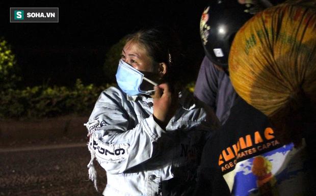 Cảnh tài xế trắng đêm chờ đón và hỗ trợ bà con đi từ miền Nam về quê tránh dịch Covid-19-4