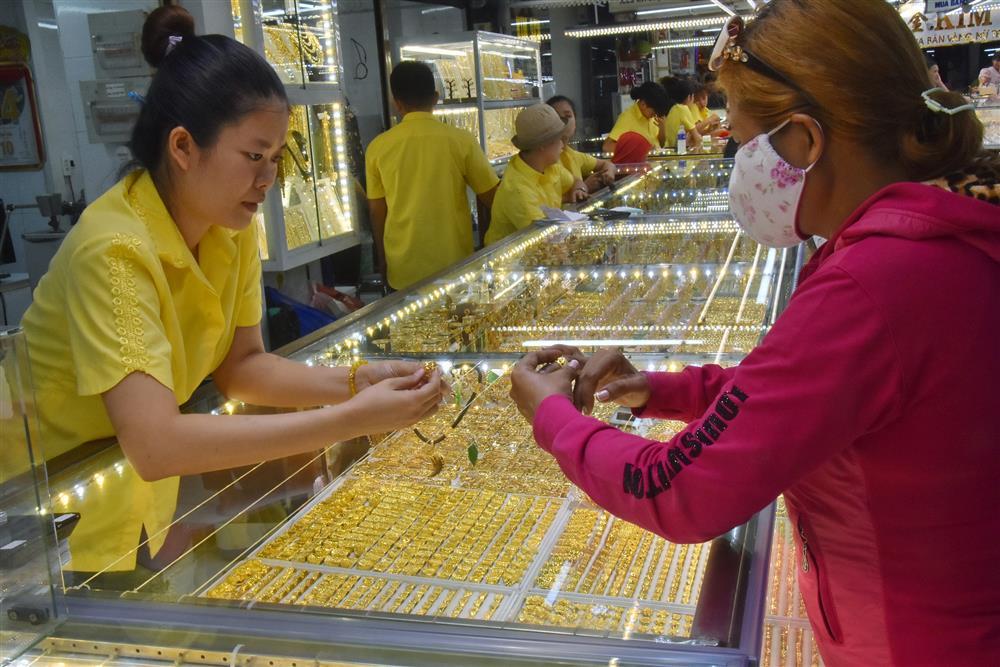 Giá vàng hôm nay 3/8: Tin tiêu cực từ Mỹ, vàng tăng mạnh-1