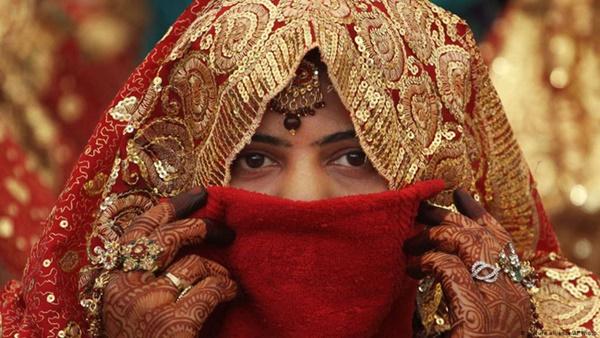 20 người phụ nữ chết mỗi ngày, bao gia đình tan nát ở Ấn Độ chỉ vì một tập tục đã bị cấm nửa thế kỷ-1