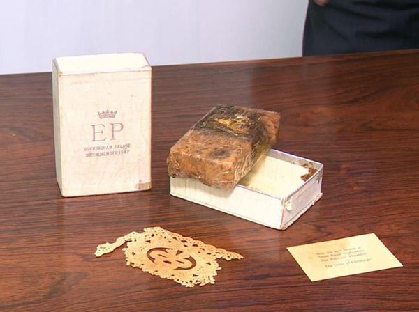 Điều ít biết về chiếc bánh cưới của Nữ hoàng Anh, ẩn chứa bí quyết đặc biệt sau 68 năm vẫn ăn được như thường-4