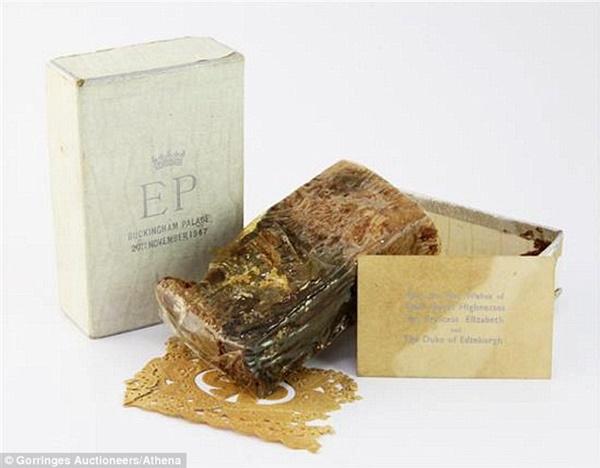 Điều ít biết về chiếc bánh cưới của Nữ hoàng Anh, ẩn chứa bí quyết đặc biệt sau 68 năm vẫn ăn được như thường-3