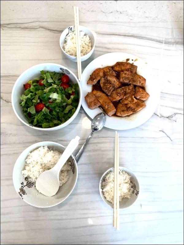 Sang Mỹ sống, Cao Thái Sơn càng chăm chỉ vào bếp nấu ăn, món nào cũngngon, đậm đà hương vị quê nhà-3