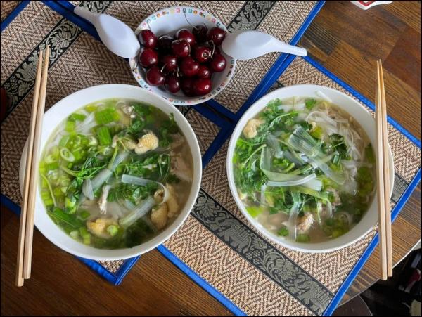 Sang Mỹ sống, Cao Thái Sơn càng chăm chỉ vào bếp nấu ăn, món nào cũngngon, đậm đà hương vị quê nhà-9