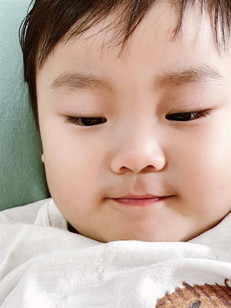Con trai nói ngọng, Hòa Minzy bắt chước theo thì bị bé Bo bắt lỗi khiến mẹ phải chào thua-2