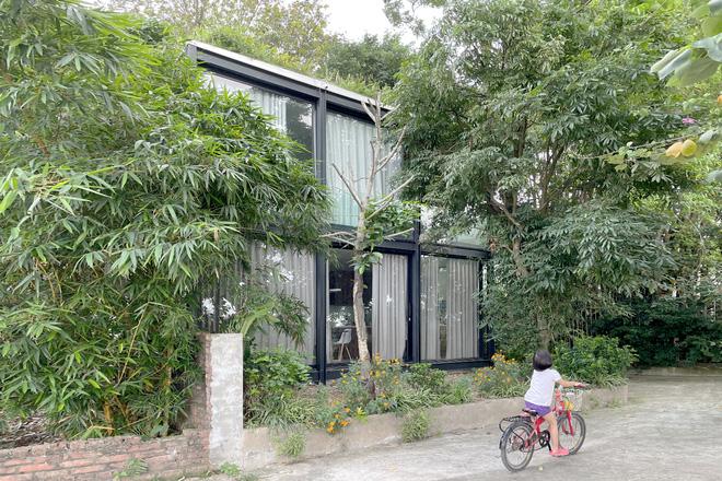 Ngôi nhà trong suốt bên bờ sông Đuống: Thay 75% tường bằng vách kính nhưng vẫn mát mẻ nhờ 3 thiết kế đặc biệt-2