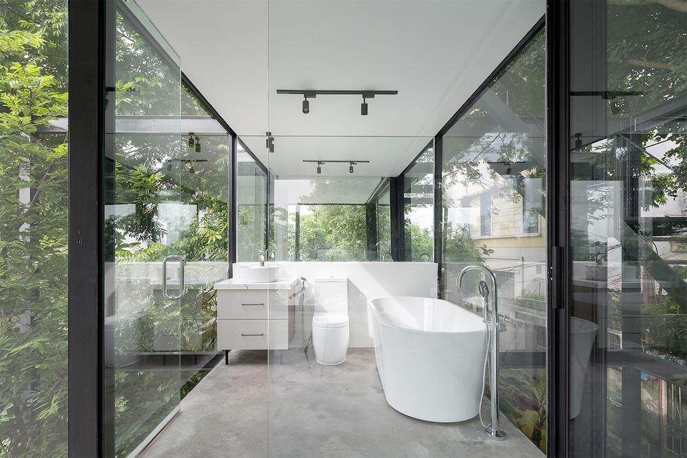 Ngôi nhà trong suốt bên bờ sông Đuống: Thay 75% tường bằng vách kính nhưng vẫn mát mẻ nhờ 3 thiết kế đặc biệt-10