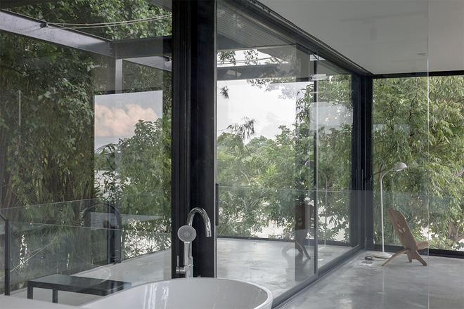 Ngôi nhà trong suốt bên bờ sông Đuống: Thay 75% tường bằng vách kính nhưng vẫn mát mẻ nhờ 3 thiết kế đặc biệt-12