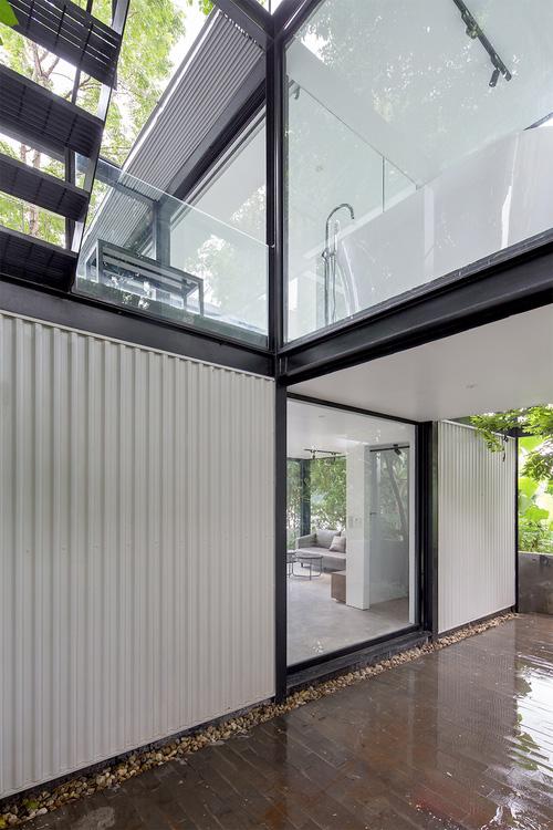 Ngôi nhà trong suốt bên bờ sông Đuống: Thay 75% tường bằng vách kính nhưng vẫn mát mẻ nhờ 3 thiết kế đặc biệt-4