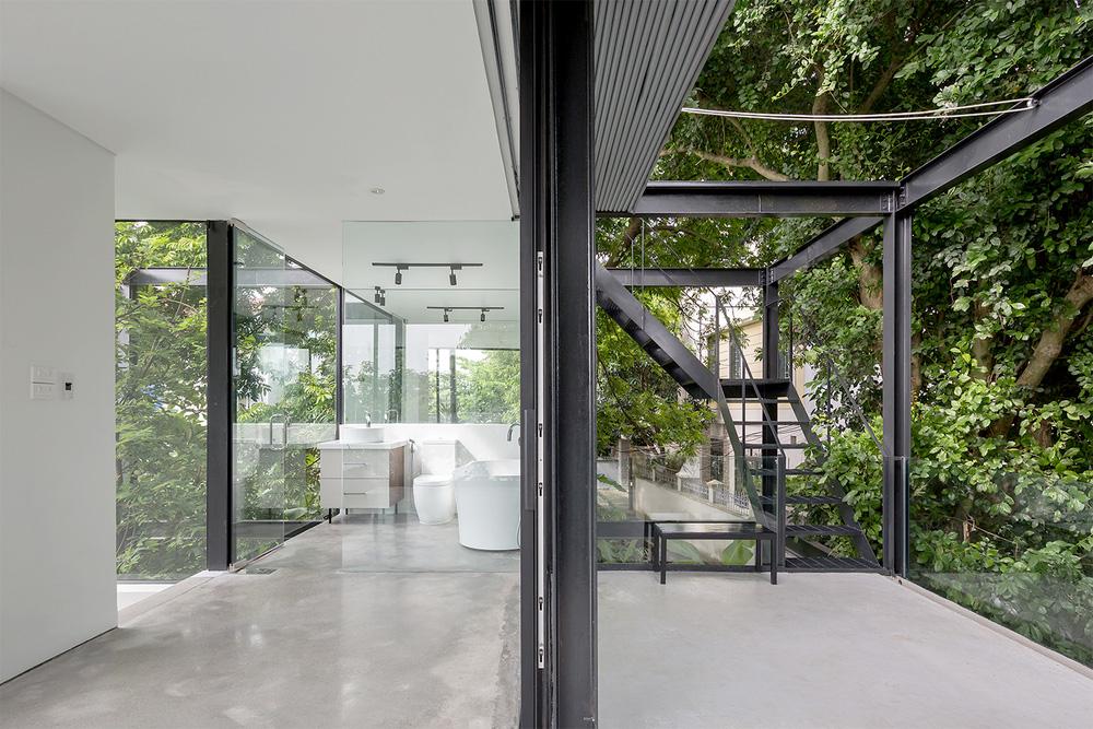 Ngôi nhà trong suốt bên bờ sông Đuống: Thay 75% tường bằng vách kính nhưng vẫn mát mẻ nhờ 3 thiết kế đặc biệt-5