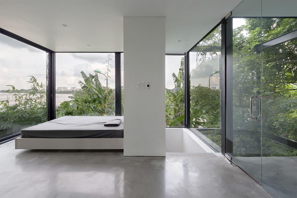 Ngôi nhà trong suốt bên bờ sông Đuống: Thay 75% tường bằng vách kính nhưng vẫn mát mẻ nhờ 3 thiết kế đặc biệt-9