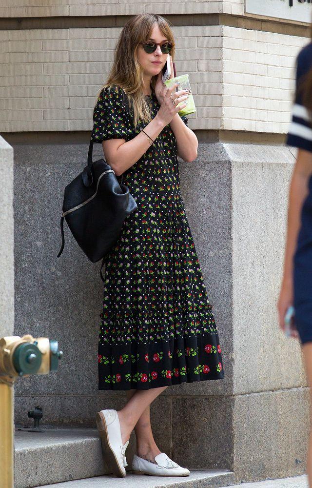 Street style của nữ chính 50 Sắc Thái rất sành điệu, giản đơn chứ không nóng hừng hực như trong phim-11