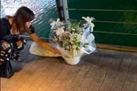 Người dân đặt hoa tưởng niệm tại nơi thanh niên bị đạp xuống sông tử vong thương tâm ở Nhật Bản