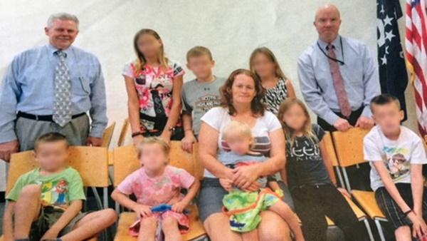 Bé gái 12 tuổi bị bố dượng lạm dụng đến nỗi sinh ra 9 đứa trẻ, 20 năm sống trong giam cầm mới thấy ánh sáng tự do-7