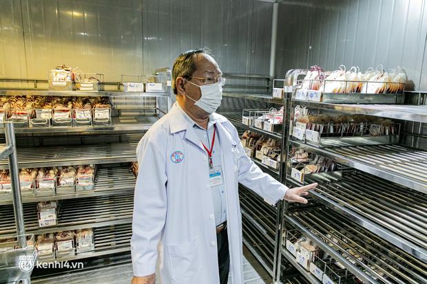 Bên trong kho máu đang cạn kiệt của Trung tâm Truyền máu BV Chợ Rẫy: Chúng ta có thể chờ dịch bệnh qua đi nhưng người bệnh không thể chờ máu!-2