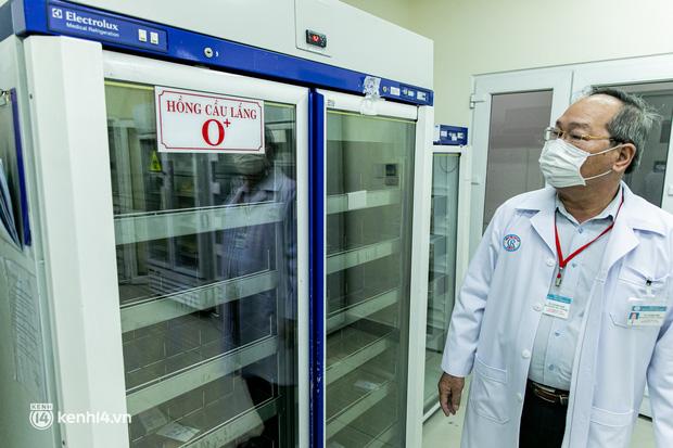 Bên trong kho máu đang cạn kiệt của Trung tâm Truyền máu BV Chợ Rẫy: Chúng ta có thể chờ dịch bệnh qua đi nhưng người bệnh không thể chờ máu!-3