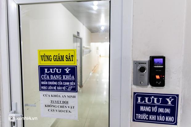 Bên trong kho máu đang cạn kiệt của Trung tâm Truyền máu BV Chợ Rẫy: Chúng ta có thể chờ dịch bệnh qua đi nhưng người bệnh không thể chờ máu!-4