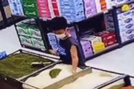 Con trai trộn đậu xanh vào gạo ở siêu thị, ông bố lập tức giúp con sửa sai nhưng lại nhận về nhiều chỉ trích vì một lý do