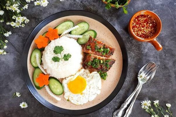 Vụng về bếp núc, Thúy Diễm lại hóa vợ đảm trong thời gian nghỉ dịch, chồng con thích ăn món gì cũng làm ngon xuất sắc-15