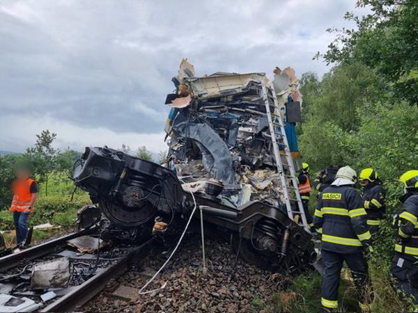 Trên 50 người thương vong trong vụ tai nạn tàu hỏa nghiêm trọng ở Cộng hòa Séc-2