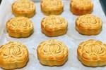 Làm loại bánh Trung thu lạ, mỗi ngày đổ khuôn bán hơn nghìn cái-7