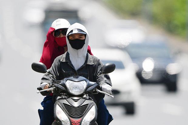 Nắng nóng kinh hoàng và kéo dài nhiều ngày ở miền Bắc, Hà Nội như chảo lửa nền nhiệt cao nhất 38 độ C-1