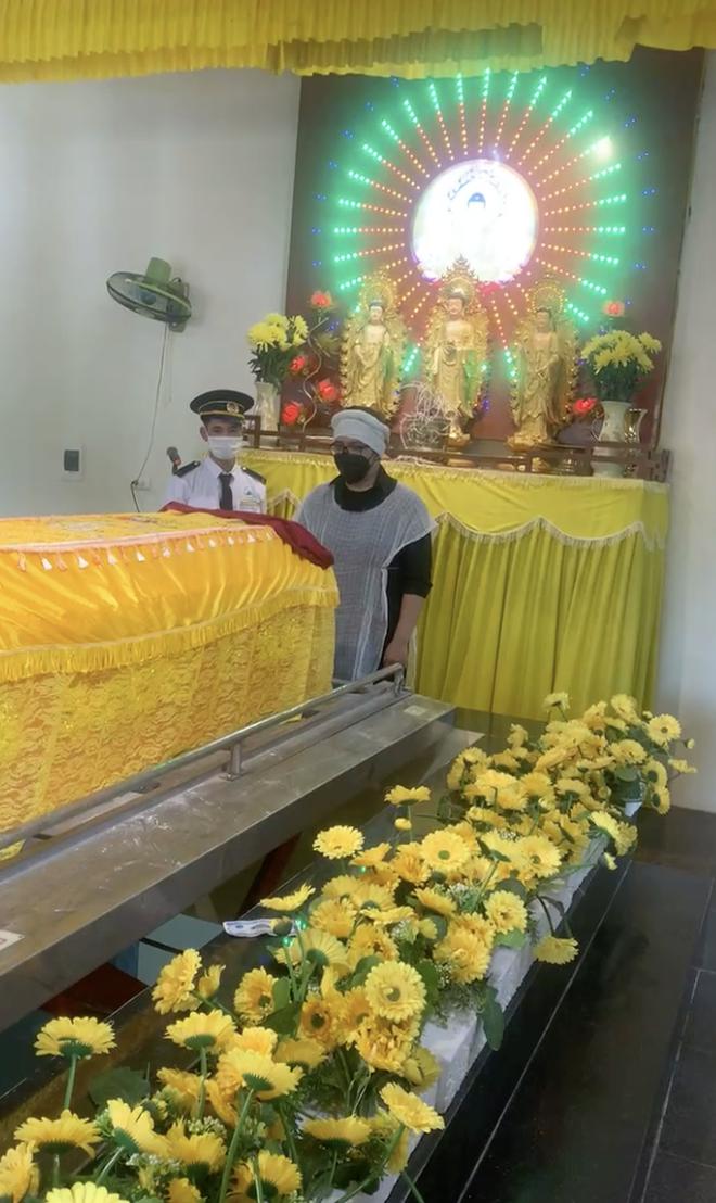 Tang lễ gấp rút của NS Giang Còi: Các con bật khóc nức nở, Quang Tèo và nhiều bạn bè, người thân không kịp đến tiễn biệt-4