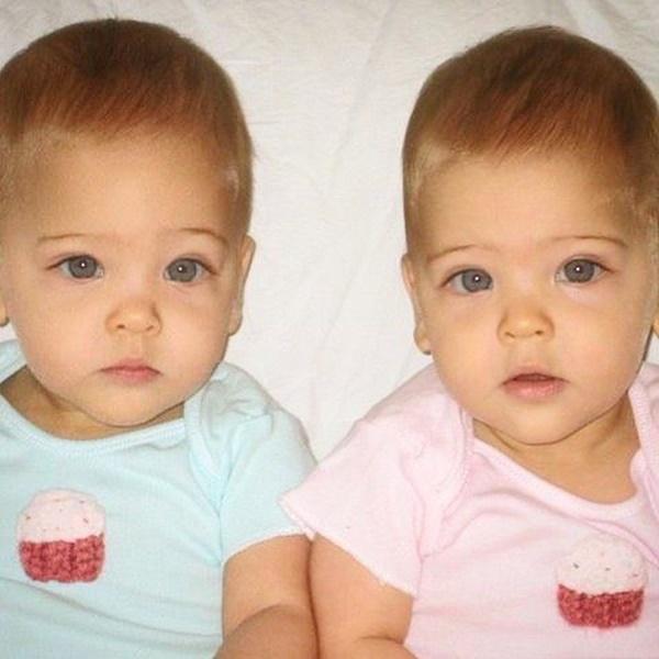 """2 chị em từng được mệnh danh là cặp song sinh xinh đẹp nhất thế giới"""", được săn đón khi mới 6 tháng tuổi bây giờ ra sao?-1"""
