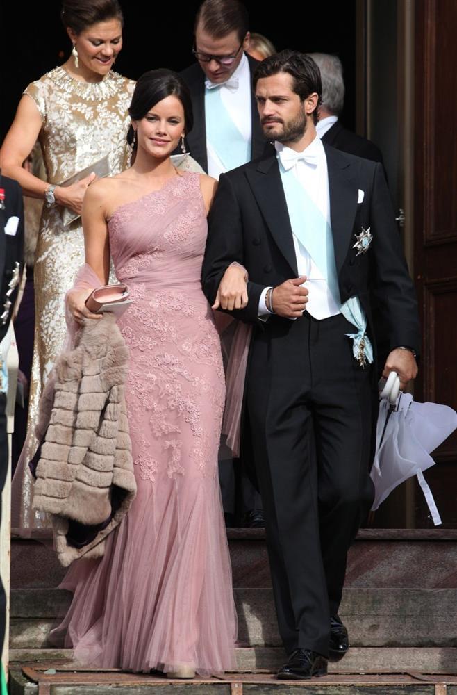 2 nhân vật Hoàng gia: Nhan sắc xấu lạ, nhưng phong cách thời trang thì đỉnh bậc nhất-23