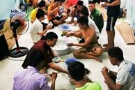 Những công nhân xây dựng 'mắc kẹt' trong các phòng trọ chật hẹp ở Hà Nội: Chỉ biết làm bạn với bức tường, ăn mì tôm qua ngày