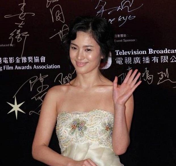 Khoảnh khắc thời trang mà đời này Song Hye Kyo không bao giờ muốn nhớ lại-1