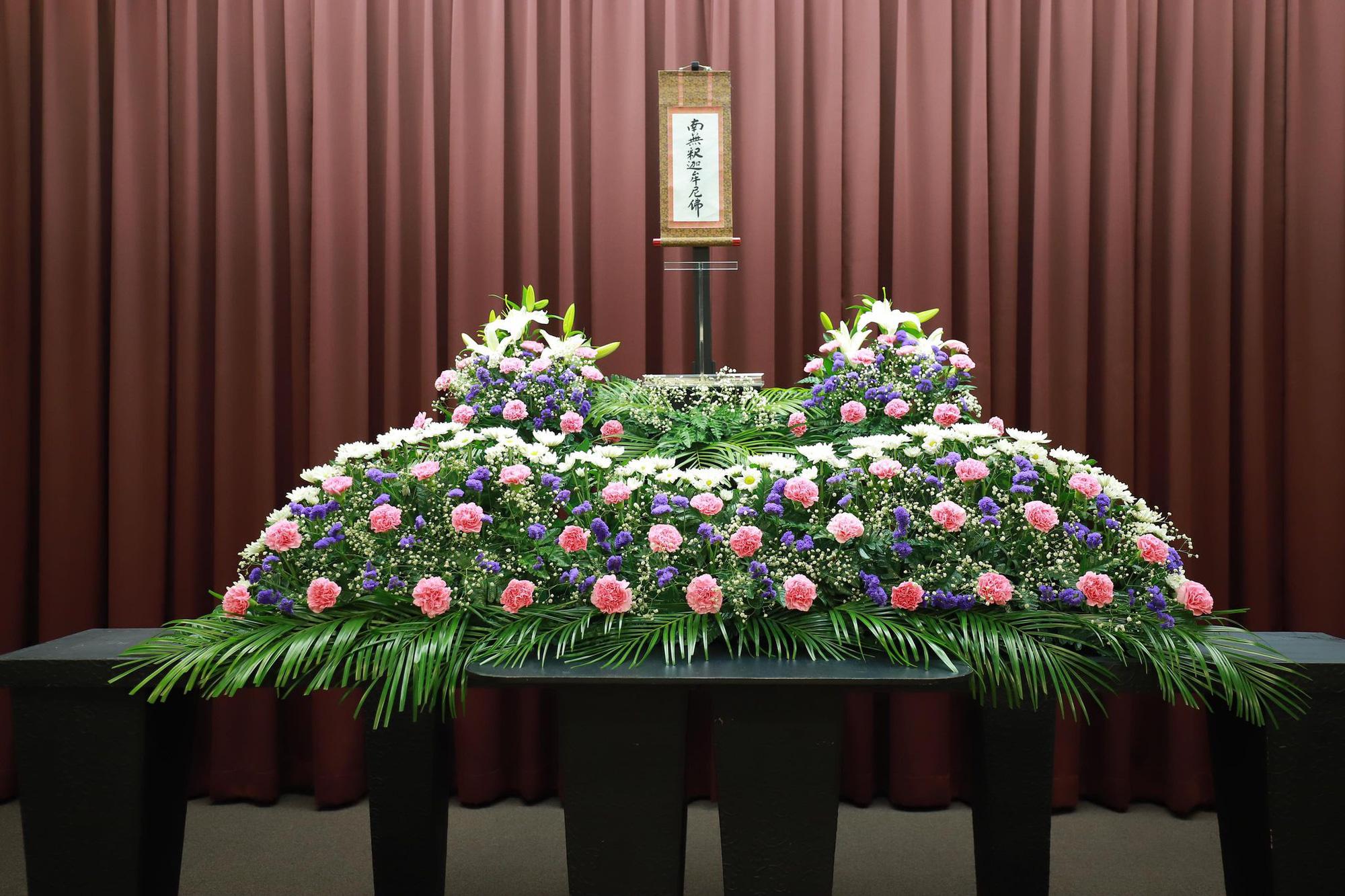 Xúc động cảnh bên trong buổi tang lễ của nam du học sinh Việt tử vong tại Nhật, hoa và mọi thứ đã đầy đủ, chỉ mong sớm được gặp người thân vào lúc này-3