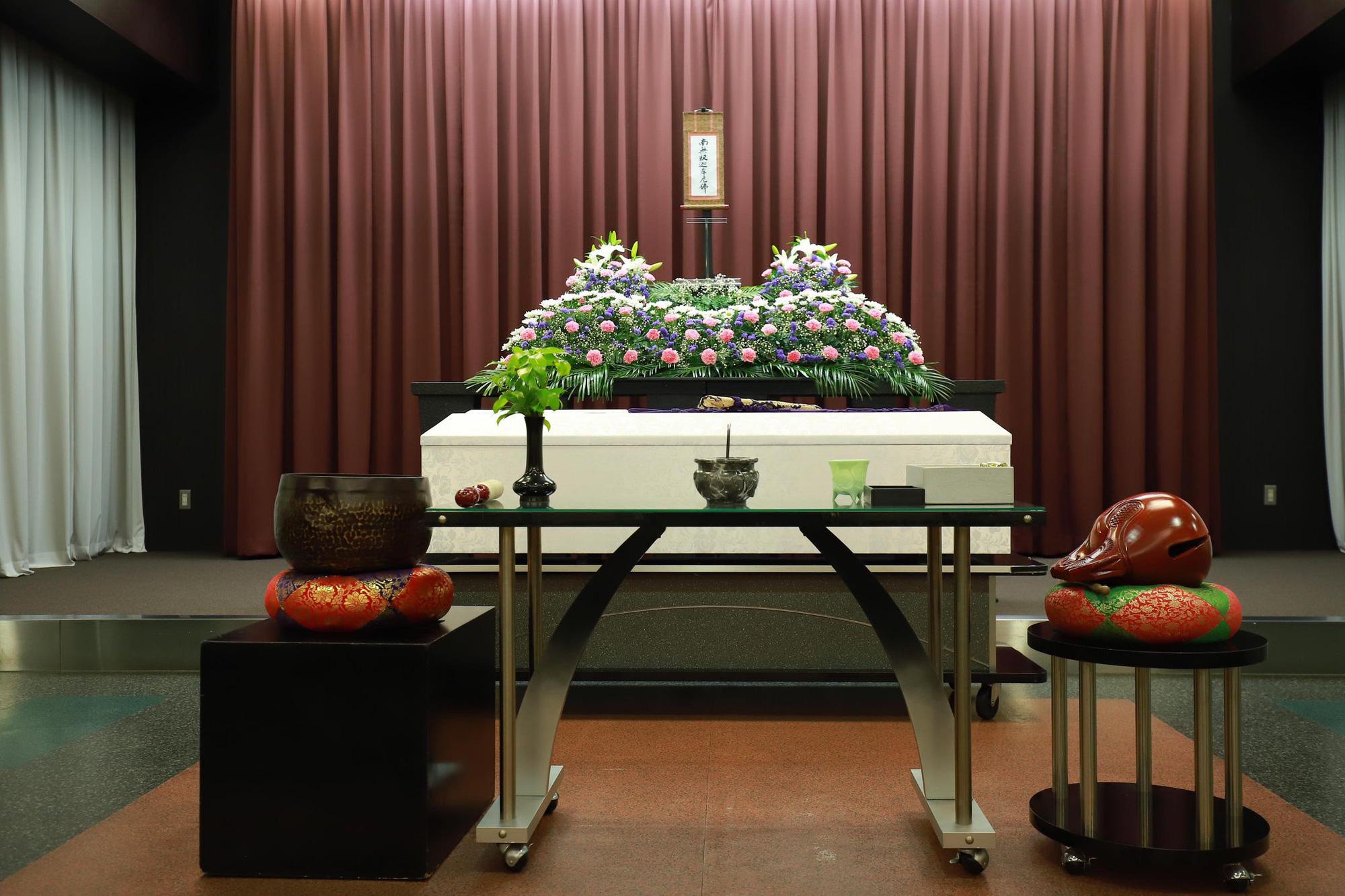 Xúc động cảnh bên trong buổi tang lễ của nam du học sinh Việt tử vong tại Nhật, hoa và mọi thứ đã đầy đủ, chỉ mong sớm được gặp người thân vào lúc này-4