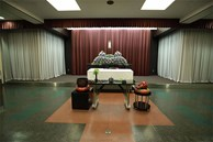 Xúc động cảnh bên trong buổi tang lễ của nam du học sinh Việt tử vong tại Nhật, hoa và mọi thứ đã đầy đủ, chỉ mong sớm được gặp người thân vào lúc này