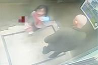Bé gái cấp 1 bị ông lão liên tục sàm sỡ trong thang máy, hành động xử trí thông minh sau đó khiến người lớn còn phải học hỏi