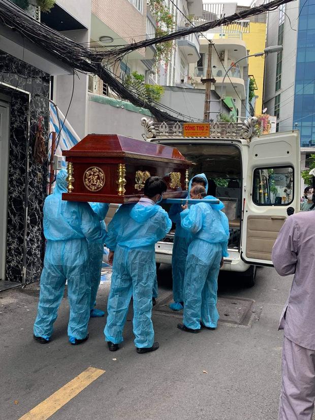 Tang lễ gấp rút của ca sĩ Việt Quang: Không kèn trống, khâm liệm tại nhà riêng, xót xa nụ cười người quá cố trên di ảnh-3