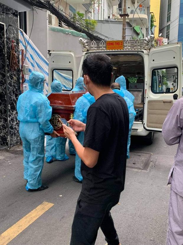 Tang lễ gấp rút của ca sĩ Việt Quang: Không kèn trống, khâm liệm tại nhà riêng, xót xa nụ cười người quá cố trên di ảnh-2