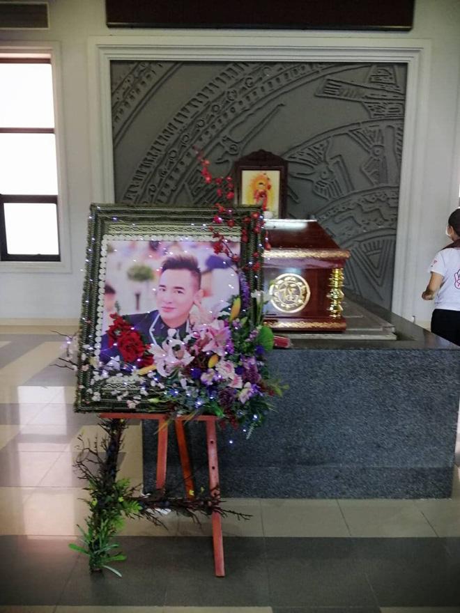 Tang lễ gấp rút của ca sĩ Việt Quang: Không kèn trống, khâm liệm tại nhà riêng, xót xa nụ cười người quá cố trên di ảnh-4