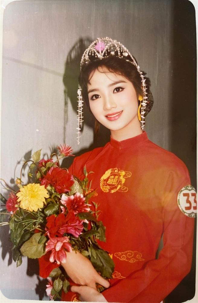 Chiêm ngưỡng nhan sắc mê hoặc lòng người của 5 nàng hậu Việt đình đám thập niên 90-2