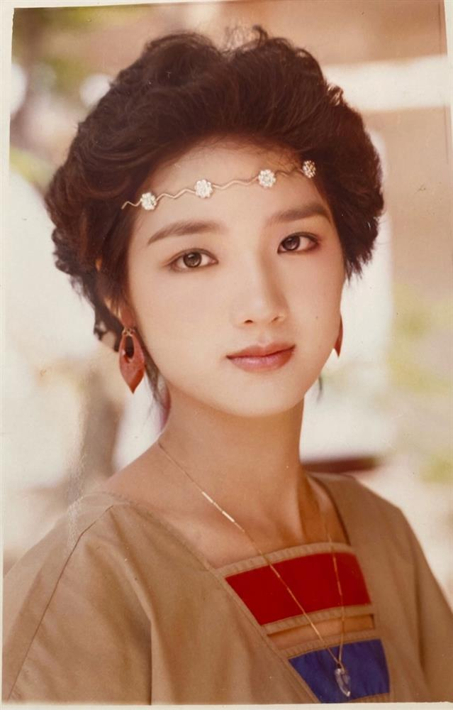 Chiêm ngưỡng nhan sắc mê hoặc lòng người của 5 nàng hậu Việt đình đám thập niên 90-3