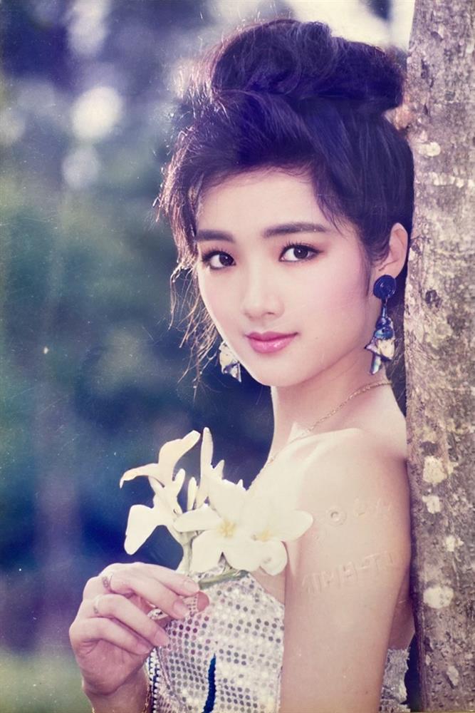 Chiêm ngưỡng nhan sắc mê hoặc lòng người của 5 nàng hậu Việt đình đám thập niên 90-5