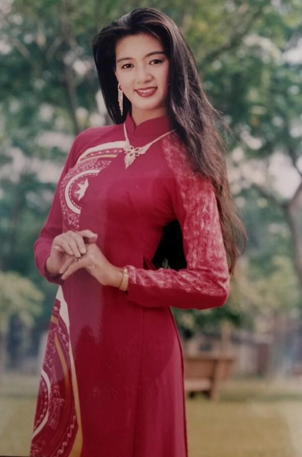 Chiêm ngưỡng nhan sắc mê hoặc lòng người của 5 nàng hậu Việt đình đám thập niên 90-12