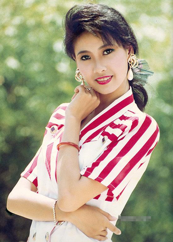 Chiêm ngưỡng nhan sắc mê hoặc lòng người của 5 nàng hậu Việt đình đám thập niên 90-17