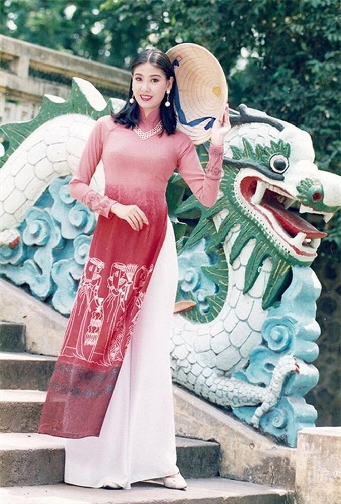Chiêm ngưỡng nhan sắc mê hoặc lòng người của 5 nàng hậu Việt đình đám thập niên 90-18