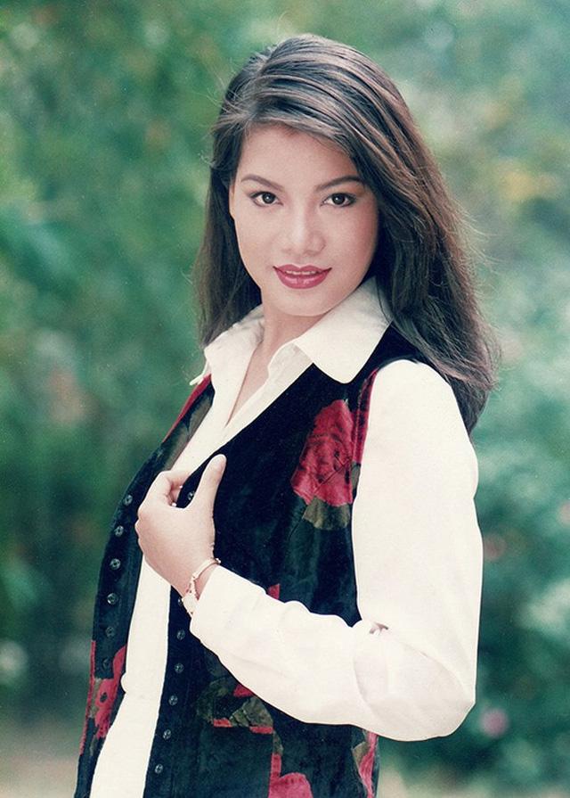 Chiêm ngưỡng nhan sắc mê hoặc lòng người của 5 nàng hậu Việt đình đám thập niên 90-29