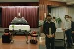 Hình ảnh tại sân bay đưa tro cốt nam thanh niên người Việt bị sát hại tại Nhật Bản trở về quê hương gây xúc động-6
